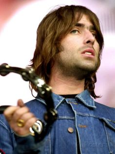 Liam Gallagher of Oasis, Performing at the Reebok Stadium in Bolton, July 2000 Lámina fotográfica