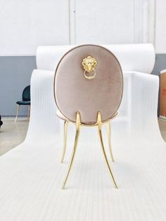 Modern dining chairs are every bit as important as your luxury dining table, so we reckon it's about time we pay them the attention they deserve. Luxury Dining Chair, Modern Dining Chairs, Dining Table Chairs, Dining Rooms, Chaise Baroque, Console, Colorful Interior Design, Dining Room Design, Modern Room