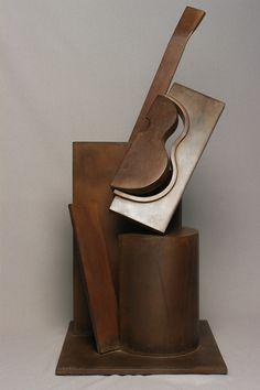 Metamorfosis de la guitarra • Acero corten • 36 X 25 X 74 cm