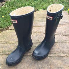 Navy blue Hunter Wellies rain boots kids 2