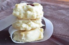 Shortbread cookies 2 cups butter, very soft 1 c icing sugar 1/2 c cornstarch 3 c flour 1 tsp vanilla Instructions Preheat oven to 350; Cream butter, sugar and vanilla until very creamy Gradually beat in cornstarch and flour Beat until mixture is like whipped cream, about 10 minutes Drop by spoonfuls on a greased cookie sheet; Bake for approximately 15 minutes. Remove from oven before shortbread starts to brown Let cool on cookie sheet for 10 min