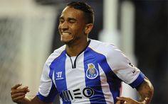 Danilo, número uno en la lista de posibles sustitutos de Alves +http://brml.co/1xvXZJ6
