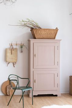 alter kinderschrank, vintage schrank, grauer shabby chic schrank, Shelf Furniture, Furniture Makeover, Painted Furniture, Armoire Makeover, Girl Room, Living Spaces, Sweet Home, Room Decor, Interior Design