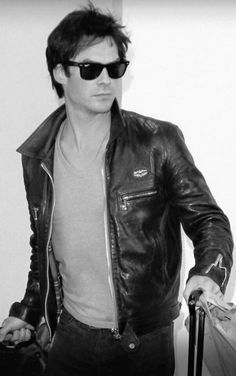 Ian Somerhalder at LAX.epitome of cool and hotttt Ian Vampire Diaries, Ian Somerhalder Vampire Diaries, Vampire Diaries Seasons, Vampire Dairies, Vampire Diaries The Originals, Most Beautiful Man, Beautiful People, Ian And Nina, Bae
