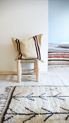Moroccan Kilim pillow cover  ecru and bordeaux por lacasadecoto, €32.00