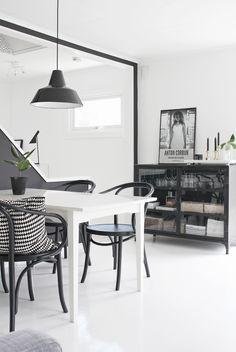 Dining-area_black.png 700×1.046 Pixel