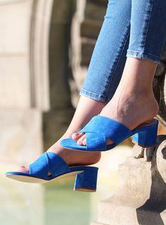 Jules & Jenn - Les mules à talon en cuir daim bleu royal #fashion #mode #women #shoes #leather • www.julesjenn.com
