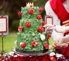 Magnifique wedding cake pour un mariage sur le thème Alice aux pays des merveilles