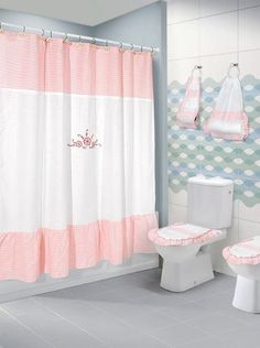 Cortinas De Baño En Tela 1.80 X 1.80 Mts. Gran Variedad! Bathroom Sets, Small Bathroom, Red And White Kitchen, Curtains And Draperies, Shabby Chic Pink, Bathroom Organisation, Bathroom Curtains, Chair Design, Decoration