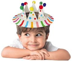 Fabriquez une superbe couronne à partir d'une assiette en carton. Un bricolage facile pour le carnaval !