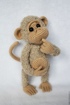Crochet Monkeys Free Pattern- Crochet this simple cheerful monkey .Crochet Monkeys Free Pattern- Crochet this simple cheerful monkey amigurumi with my video tutorial and free guide! Making toys for children and Christmas gifts is so Crochet Amigurumi, Crochet Teddy, Crochet Baby Booties, Cute Crochet, Amigurumi Patterns, Amigurumi Doll, Crochet Dolls, Knitting Patterns, Crochet Monkey Pattern