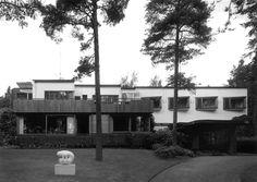 Villa Mairea | 1938-39 | Noormarkku, Finland | Alvar Aalto | photo by Martti Kapanen Rural Retreats, Alvar Aalto, Helsinki, Finland, Interior And Exterior, Architecture Design, Louis Kahn, Villa, House Design