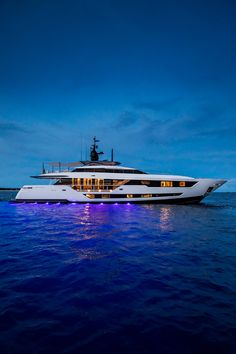 For charter with Fraser, the luxurious Ferretti Custom Line VISTA BLUE is a masterpiece in design. Yacht Design, Boat Design, Yachting Club, Big Yachts, Grand Luxe, Yacht Boat, Ibiza, Boats For Sale, Water Crafts