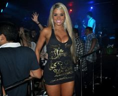 Aryane Steinkopf acabou mostrando demais durante evento realizado em Manaus na sexta-feira, 8. A ex-panicat usou um vestido justinho preto e deixou a calcinha à mostra durante uma cruzada de pernas. Aryane Steinkopf (Foto: Divulgação) Aryane Steinkopf (Foto: Divulgação)