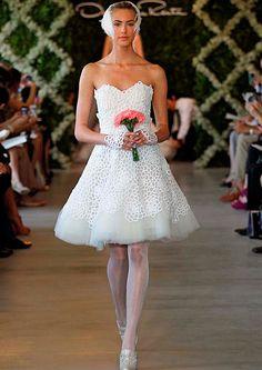 Short & sassy from Oscar de la Renta #bridal