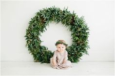Christmas baby photo shoot with wreath and boho floral crown / one year old birthday photos Minimal Christmas, Christmas Minis, Christmas Baby, Christmas Decor, Christmas Quotes, Christmas Ideas, Christmas Wreaths, Photography Mini Sessions, Holiday Photography
