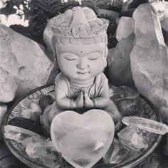 .little miss taipei buddha on the altar