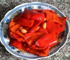 Kolay Yağlı Turşu 1 su bardağı sirke 1 su bardağı sıvıyağ 1 kg. kırmızı biber 1 kg. patlıcan (dilerseniz patlıcanlı da yapabil...