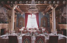 Palacio de San Benito in Cazalla, Spain, designed by its owner Manuel Morales de Jódar. The World of Interiors, January Photography by Ricardo Labougle. World Of Interiors, House Interiors, Architecture Design, Table Decorations, Interior Design, Gem, January 2016, Portuguese, Dining Rooms