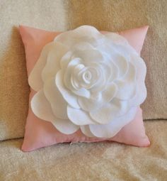 Lis . . . . help me make pillows like this!!