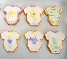 These are so cute - I know they're probably intended for a baby shower but they could be used at a 1st birthday party!
