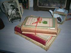 Stapeltje boekjes om op een tafeltje of kastje te etaleren