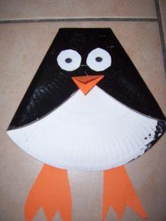Pingouin  collage pliage d'une assiette en carton  et peinture