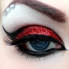 Harley Quinn Augen Make-up … Harley Quinn Eye Make-up More - Schönheit von Make Red Eye Makeup, Glitter Eye Makeup, Makeup Art, Beauty Makeup, Hair Makeup, Makeup Ideas, Red Eyeshadow, Red And Black Eye Makeup, Snow White Makeup