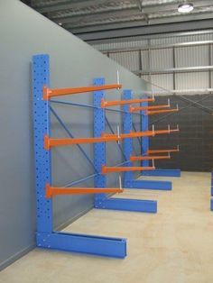 Medium duty cantilever racks is specially designed to store long items and odd sized products. Diy Garage Storage, Tool Storage, Storage Bins, Storage Solutions, Steel Storage Rack, Steel Racks, Welding Cart Plans, Cantilever Racks, Electrical Shop