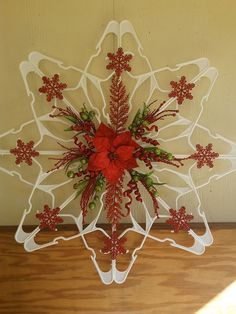 DIY Plastic Clothes Hanger Snowflake Wreaths Are All The Rage This Holiday Season! DIY Plastic Clothes Hanger Snowflake Wreaths Are All The Rage This Holiday Season! Dollar Tree Christmas, Diy Christmas Gifts, Christmas Art, Christmas Ornaments, Diy Christmas Wreaths, Hanger Christmas Tree, Winter Wreaths, Spring Wreaths, Primitive Christmas