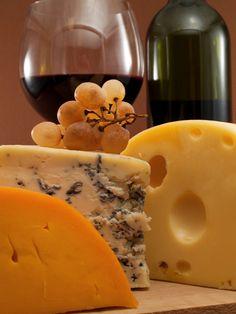 Pour un vin et fromage: fromage, vin, baguette, grissol, raisin, terrines, foie gras, noix, confit d'oignon, olives, canneberge sèche, cantaloup,poire.