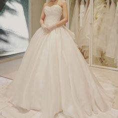 オーガンジーのドレスエレガントで形が綺麗でした  #プレ花嫁#オーガンジー#ウェディングドレス#ハワイ挙式#ハワイウェディング#テラスバイザシー#マリアラブレース#プリンセスライン#姿勢悪すぎる by eak_wedding