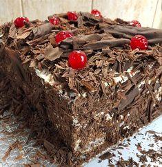 Hoy estuve desde temprano armando esta selva negra. Fue un regalo de cumpleaños. Si quieren ver el paso a paso vean las stories y dentro de un tiempo va estar el video con la receta. #selvanegra #pasteleria #torta #tasty #chocolate #crema #cerezas #instafood