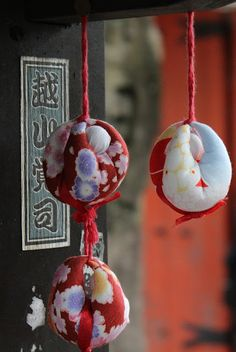 "Kukurizaru, a hanging monkey ornament which can be found at Yasaka Shrine. The ""monkeys"" are bound to symbolize giving up a desire."