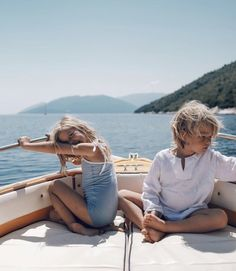 Cute Family, Baby Family, Family Goals, Family Life, Cute Kids, Cute Babies, Beach Babies, Photographie Indie, Future Mom