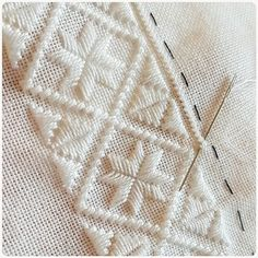Crochet Edging Patterns, Embroidery Patterns Free, Stitch Patterns, Embroidery Designs, Hand Embroidery Videos, Embroidery Techniques, Hardanger Embroidery, Cross Stitch Embroidery, Crochet Feather