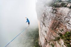 Shaw aka @feetoffground_ on his new addition to the Blue Mountain's highlines ...