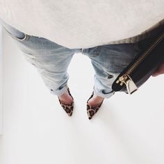 Light faded jeans, animal print shoes, white knit, black clutch. Minimal + Chic | @CO DE + / F_ORM