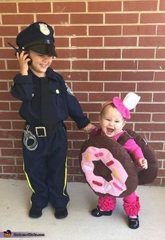 Love themed or coordinating sibling Halloween costumes? Here's some ideas for coordinating Halloween costumes for sisters! Halloween Costumes For Sisters, Sibling Halloween Costumes, Halloween Costume Contest, Cute Costumes, Couple Halloween, Halloween Party, Costume Ideas, Halloween Costumes For Children, Cool Costumes For Kids