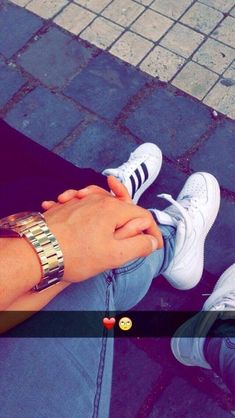 dude i wish i hade a manz to do this with Pictures Of Love Couple, Cute Couples Photos, Couples Images, Girly Pictures, Cute Couples Goals, Hand Pictures, Cute Love Couple, Boyfriend Goals Relationships, Relationship Goals Pictures