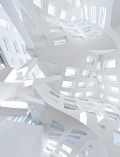 Lou Ruvo Center for Brain Health. Architecture by Frank Gehry.