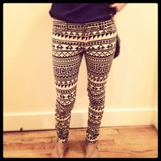 Tribal pants I have these! Aztec Pants, Teen Fashion, Womens Fashion, Parisian Chic, Casual Chic Style, Look At You, Material Girls, My Outfit, Outfit Ideas