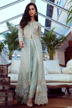 Pakistani Fashion Party Wear, Pakistani Dresses Casual, Pakistani Dress Design, Beautiful Dress Designs, Beautiful Dresses, Desi Clothes, Indian Clothes, Asian Bridal Dresses, India Fashion