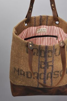 Louise for Mast Bros. 16 , 17 y Sacs Tote Bags, Tote Purse, Burlap Coffee Bags, Diy Burlap Bags, Burlap Purse, My Bags, Purses And Bags, Feed Bags, Jute Bags