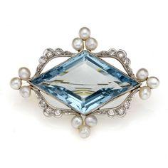 Edwardian aquamarine, diamond and pearl brooch, with central kite-shaped aquamarine, ca. 1910