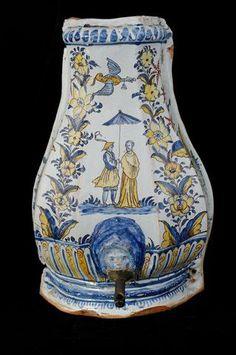Rouen fontaine murale couverte somm e de deux dauphins for Faience murale ancienne