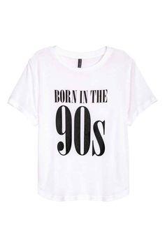 T-shirt court: T-shirt court en jersey avec impression devant. Modèle avec base arrondie.