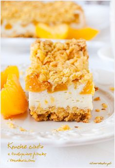 Crust pie with peach and light mousse / kruche ciasto z budyniowa pianka i brzoskwiniami Polish Recipes, Polish Food, Mousse, Cheesecake, Food And Drink, Peach, Sweets, Cookies, Fruit