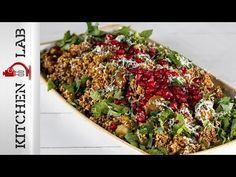 Bulgur salad with chestnuts and pomegranate by the Greek chef Akis Petretzikis. Make this quick and easy recipe for a delicious salad, perfect for every table! Greek Recipes, Raw Food Recipes, Healthy Recipes, Bulgur Salad, Christmas Cooking, Christmas Recipes, Quick Easy Meals, Cooking Time, Pomegranate