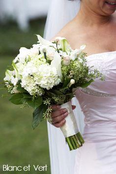 Bouquets rouge and roses on pinterest for Bouquet de fleurs vert et blanc
